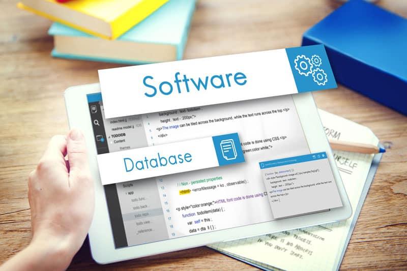 tablet con codice di programmazione