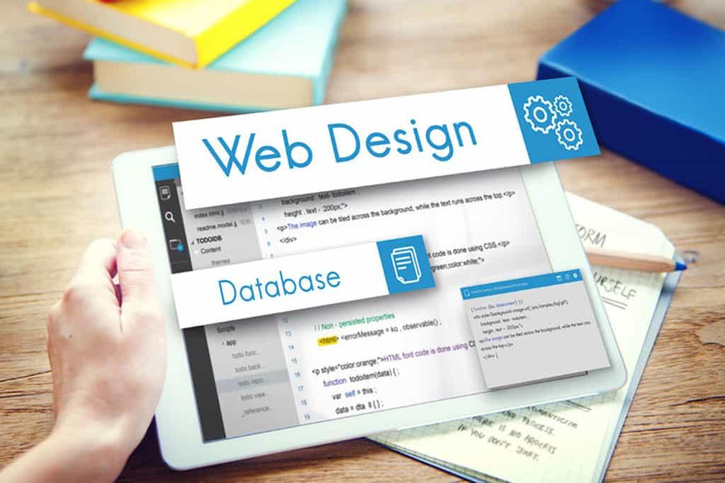 tablet con codice html per web design dei siti internet