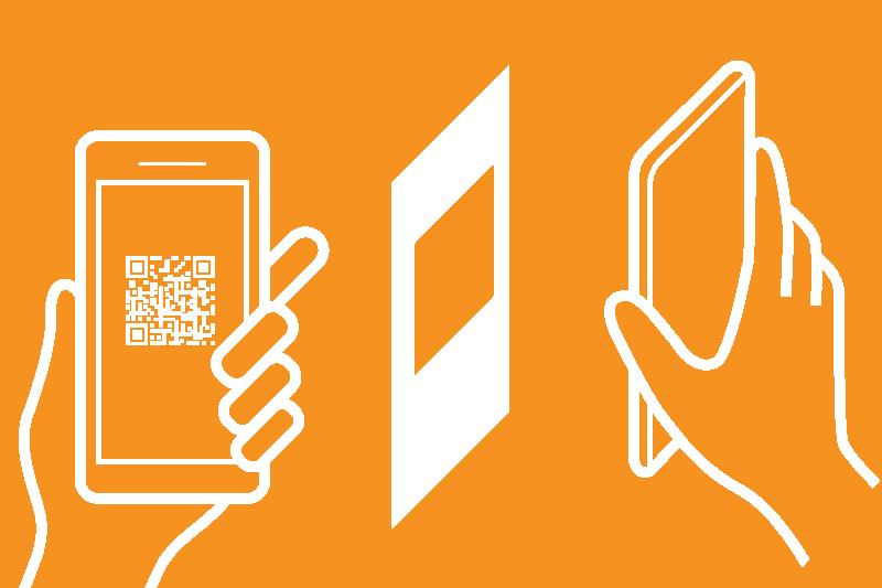scansione con smartphone di tag NFC e QR code